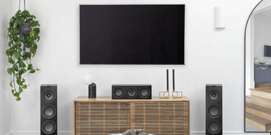 KEF Q250c schwarz im Wohnzimmer