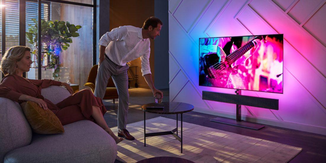 Philips: Neue TVs mit Bowers & Wilkins-Soundbar vorgestellt