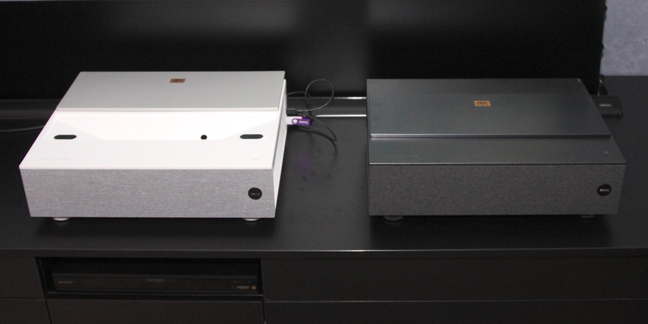 Benqs Laser-TV in schwarz und Weiß