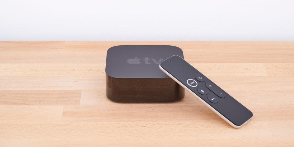 Das Design des Apple TV kann sich ebenso sehen lassen wie die übersichtliche Fernbedienung. | Bild: HIFI.DE