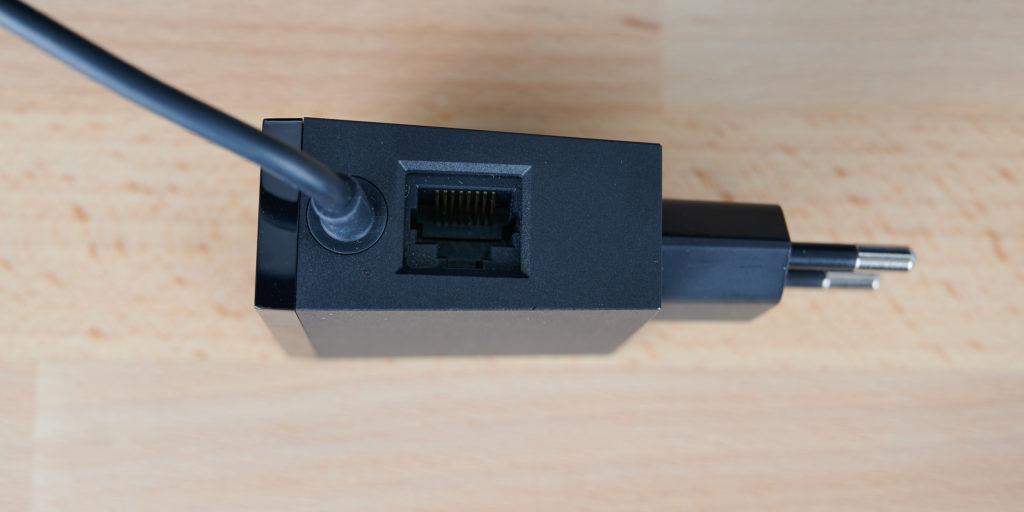 Der LAN-Anschluss wurde in das Netzteil integriert. |Bild: HIFI.DE