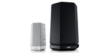 Die Lautsprecher Teufel Holist S und M stehen zum Größenvergleich nebeneinander.