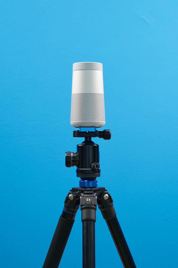 Bose SoundLink Revolve auf Stativ