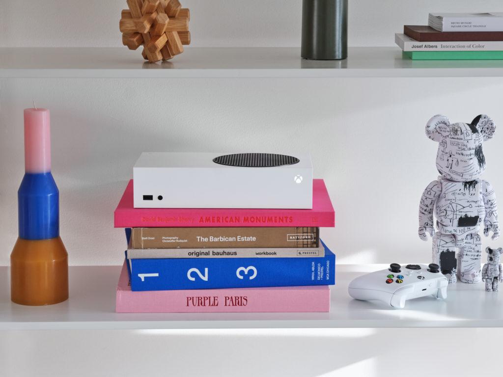 Die Xbox Series S soll so kompakt sein wie manches Buch.