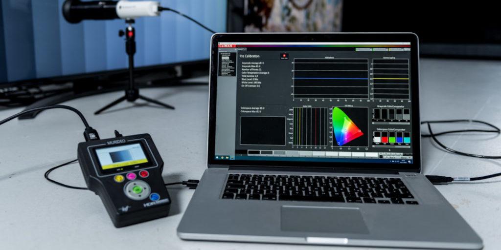 Ein Laptop mit Calman-Software