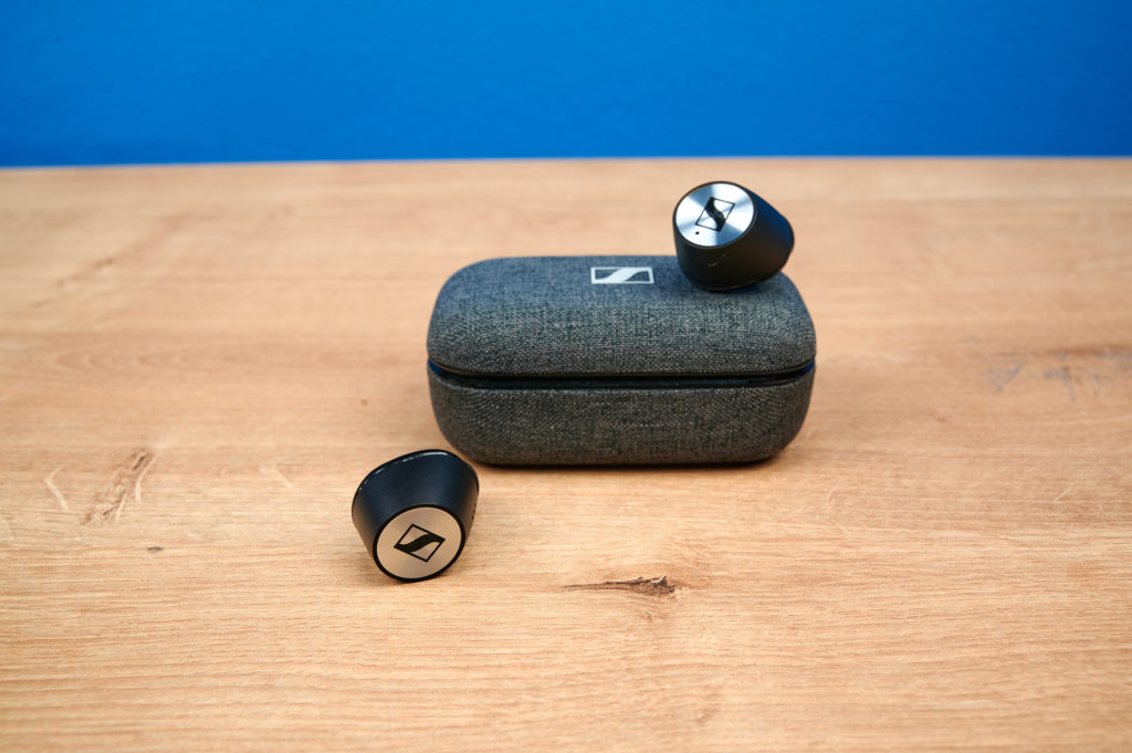 Sennheiser Momentum 2 True Wireless Ladecase und Kopfhörer