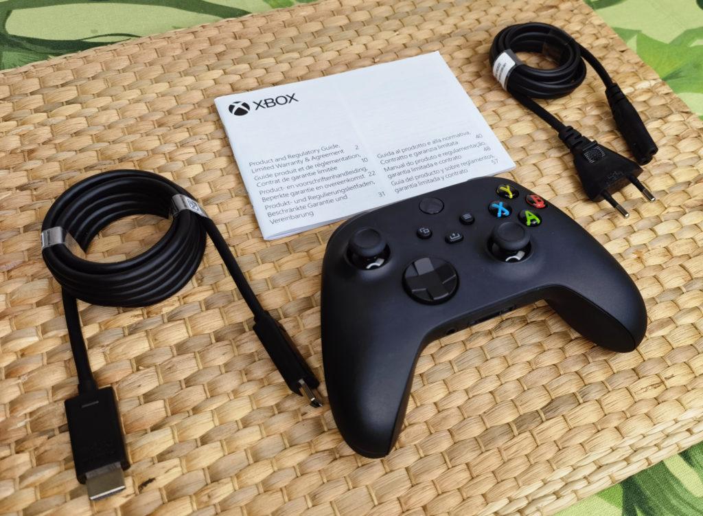 Das enthaltene Zubehör der Xbox Series X.