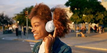 JBL ergänzt LIVE-Kopfhörer-Serie um Pro+, 660NC und 460NC