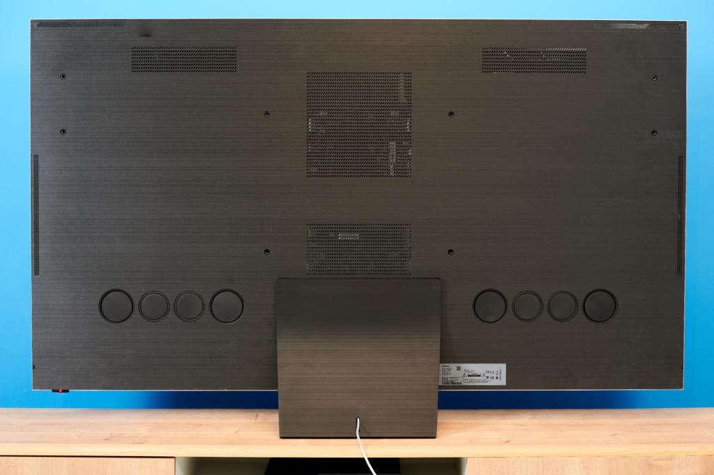8K TV Samsung Q950T Rueckansicht mit Lautsprechern