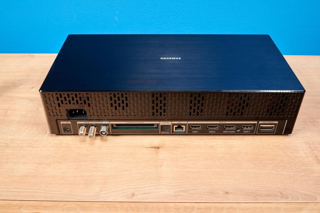 One Connect Box beim Samsung Q950T 8K-TV