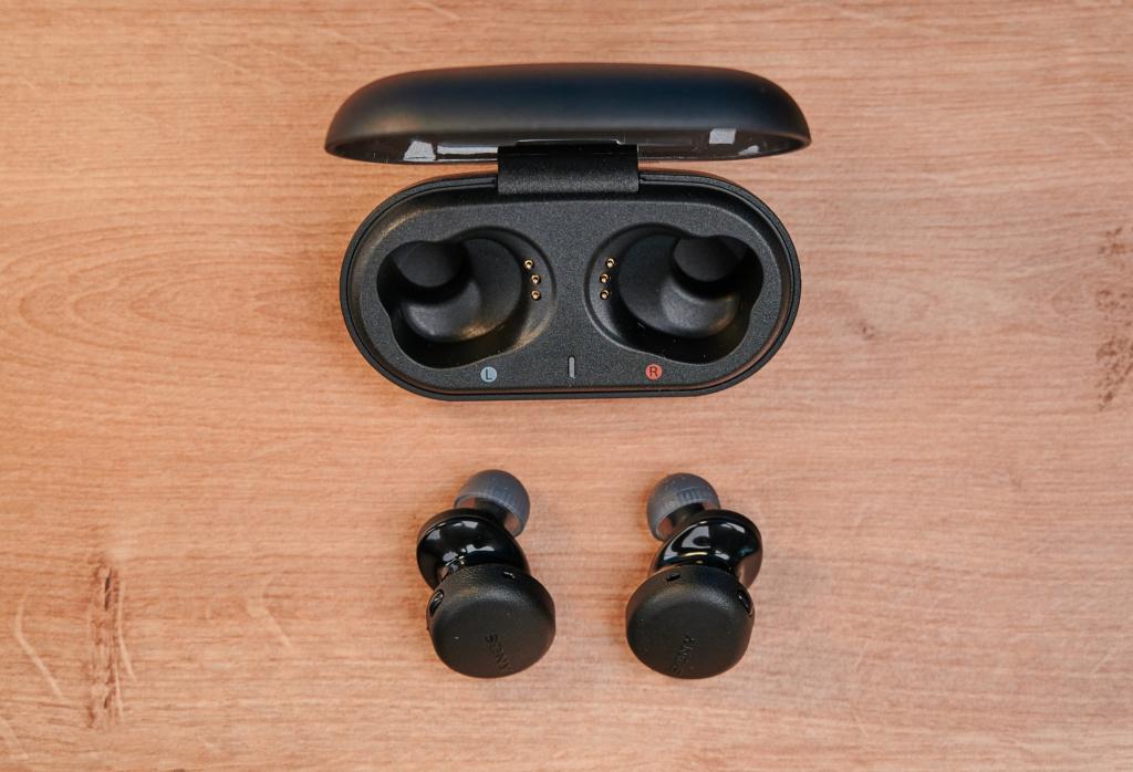 Die Sony WF-XB700 und das Ladecase