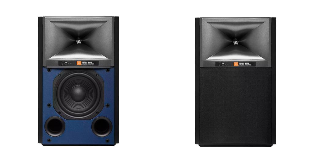 JBL 4309 Frontansicht mit blauer Schallwand