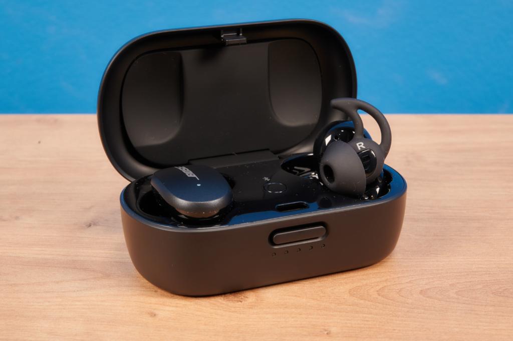 Bose QuietComfort Earbuds im offenen Case