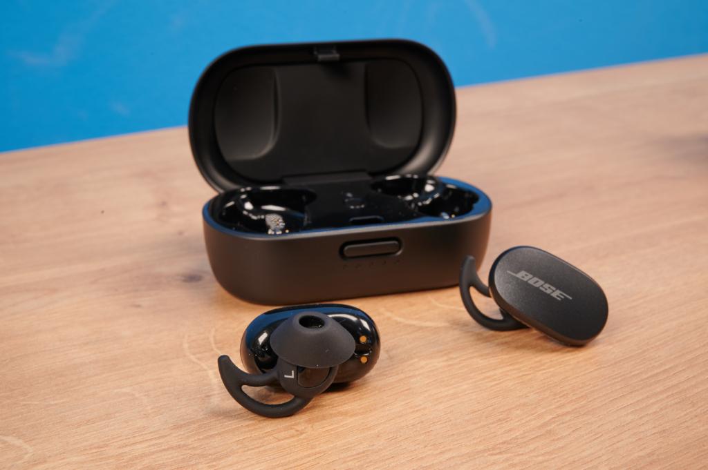 Bose QuietComfort Earbuds vor dem Ladecase