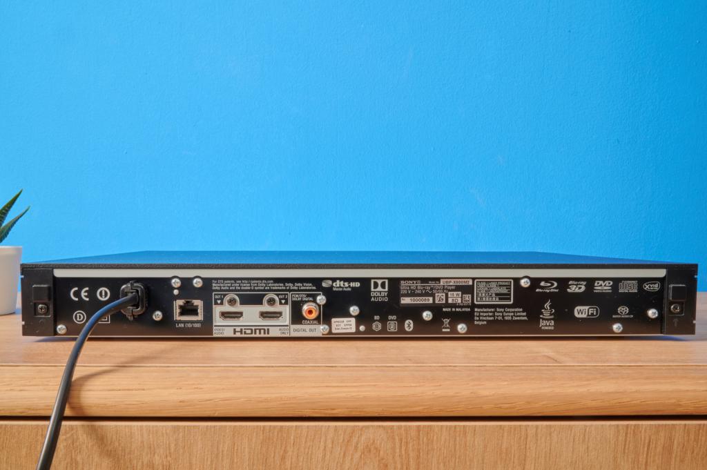 Anschluesse des Sony UBP-X800M2