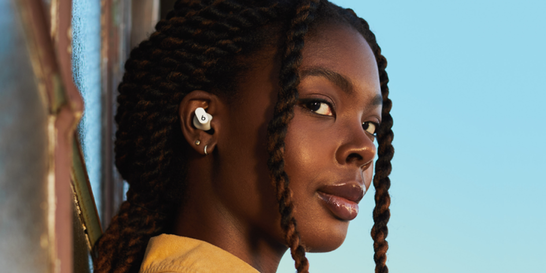 Frau mit In-Ears von Beats