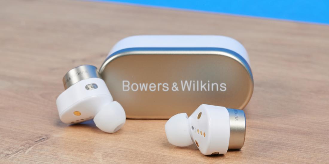 B&W PI7 im Test – Klangstarke In-Ears mit Audio-Transmitter im Case
