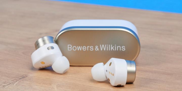 B&W PI7 im Test – Klangstarke In-Ears mit Audio-Transmitter