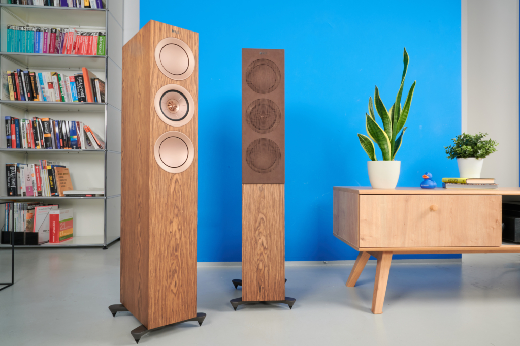 KEF R5 mit Cover