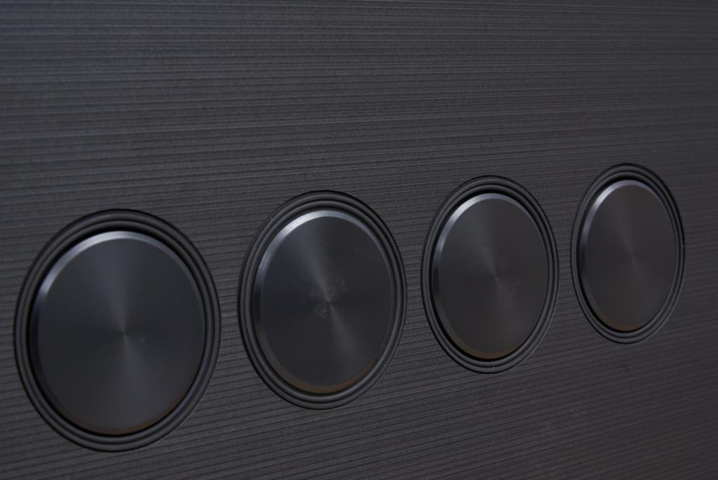 Die Lautsprecher des Samsung QN900A