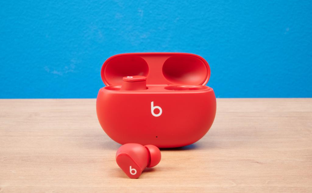 Beats Studio Buds Case mit Hoerer