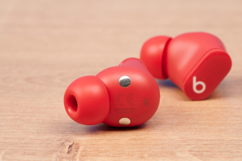 Die Beats Studio Buds klingen gut und eignen sich gut zum telefonieren