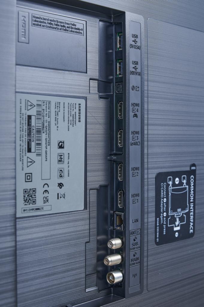 Die Anschlüsse des Samsung Q70A