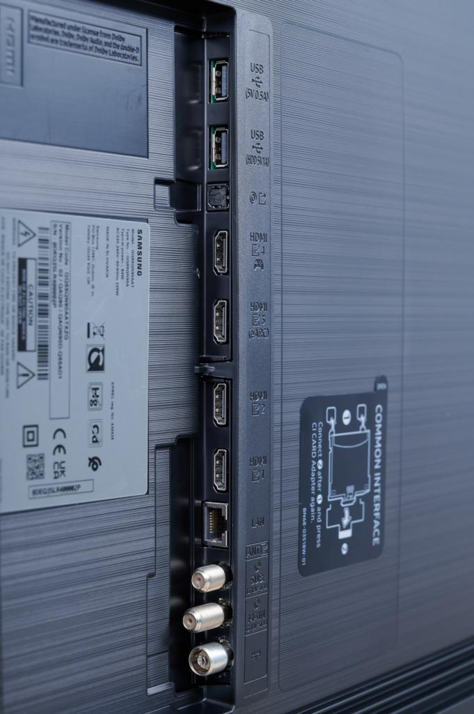 Die Anschlüsse des Samsung QN90A
