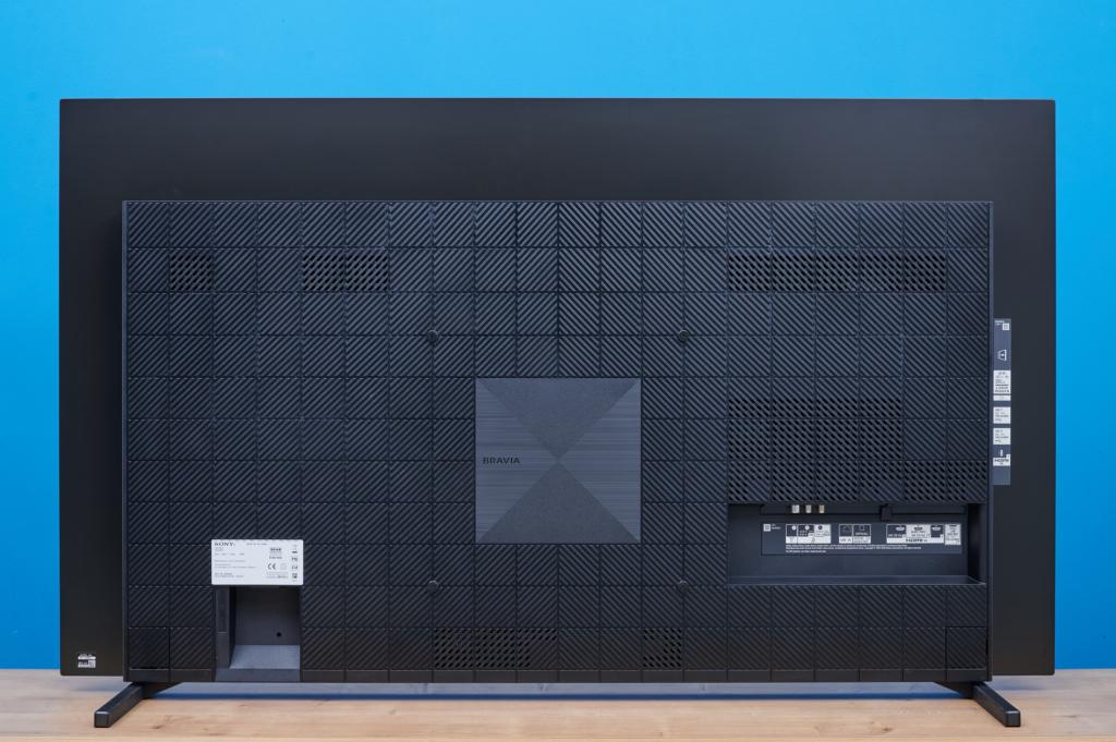 Der Sony OLED A80J von hinten
