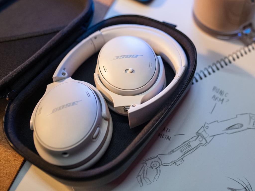 Die Bose QuietComfort 45 in der Tasche