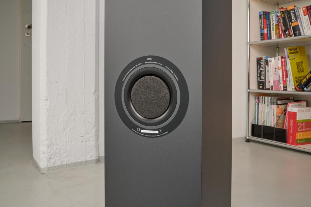 Q Acoustics 3050i Bassreflexrohr verschlossen