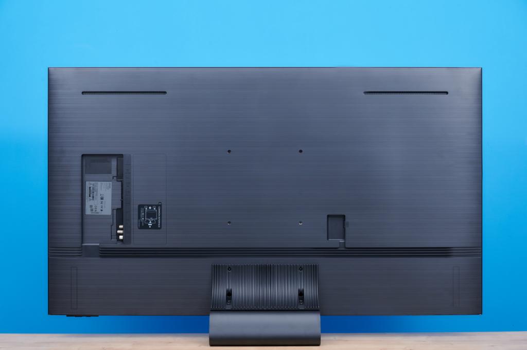 Der Samsung QN91A von hinten