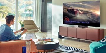 OLED TV von Samsung im Wohnzimmer