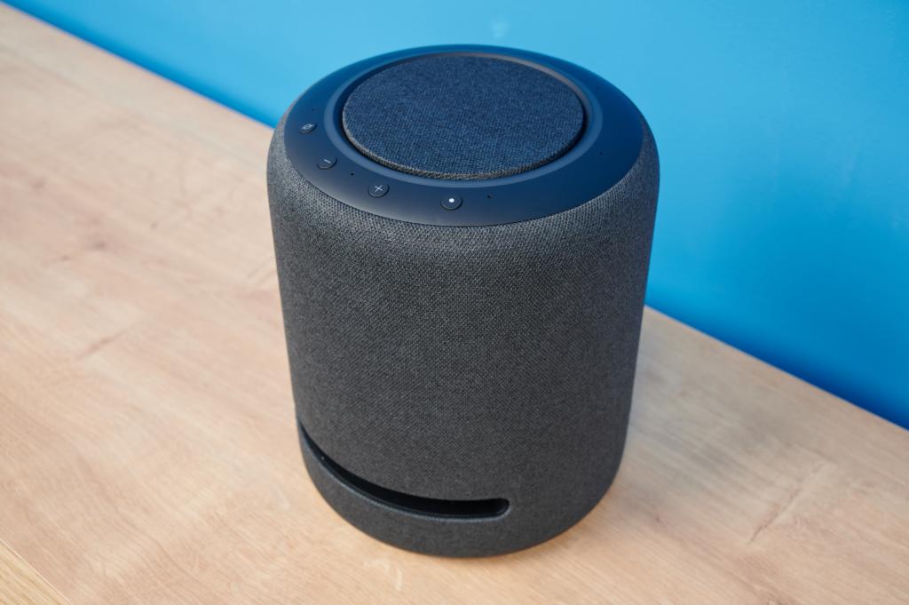 Amazon Echo Studio Alexa-Lautsprecher