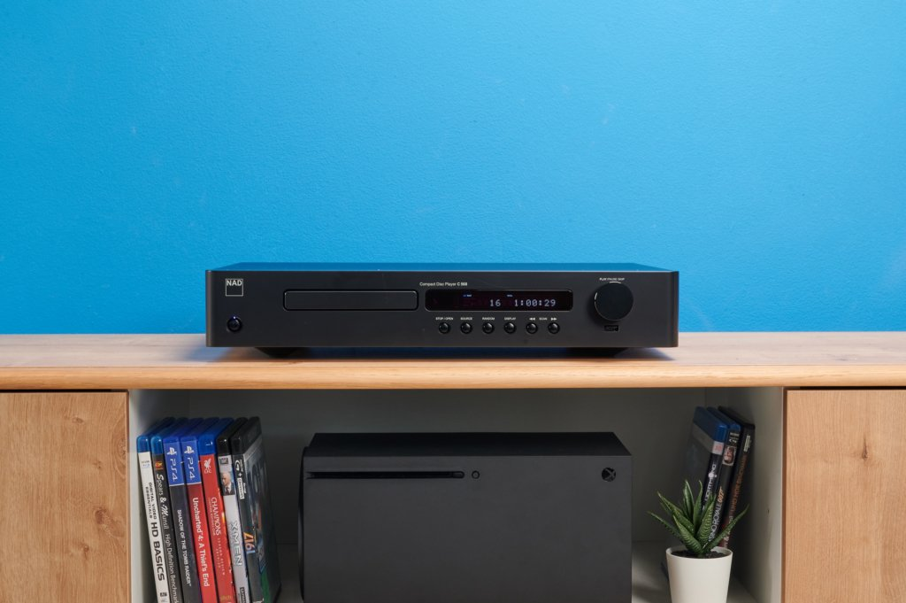 NAD C568 Front