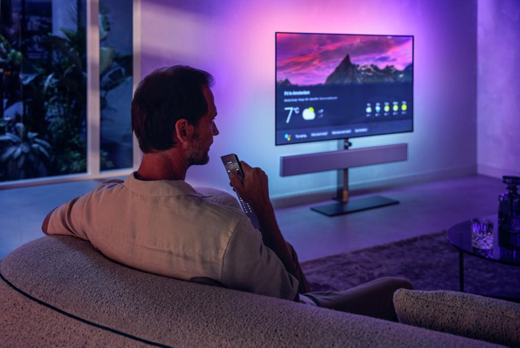 Die Philips OLED+986 und 936 nutzen Android TV und unterstützen damit den Google Assistant.